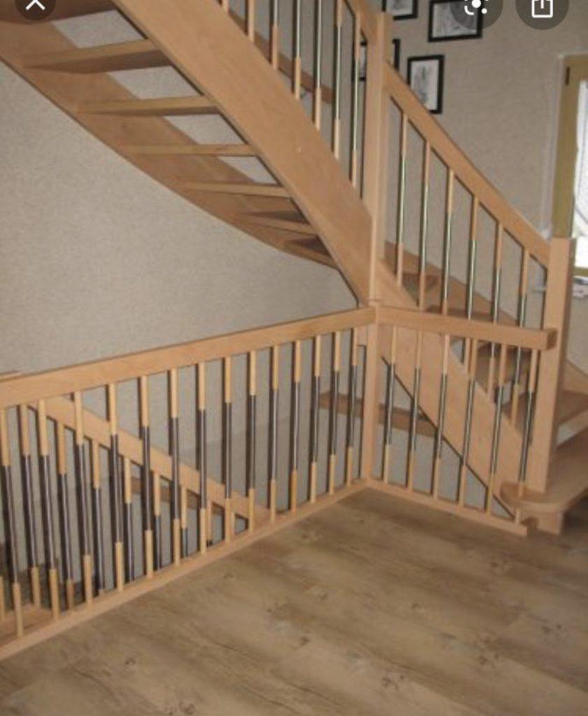 Treppe Buche mit Buchen Geländer und Edelstahl Streben